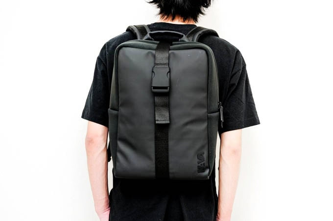 NAVA_FLAT SMALL ORGANIZED BACKPACK_使用イメージ(背面)