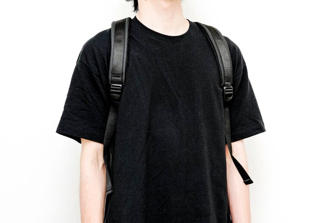 NAVA_FLAT SMALL ORGANIZED BACKPACK_使用イメージ(前面)