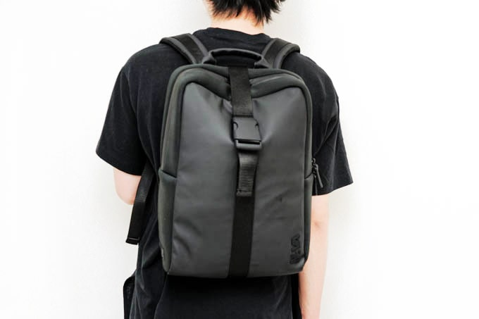 NAVA_FLAT SMALL ORGANIZED BACKPACK_使用イメージ(背面2)