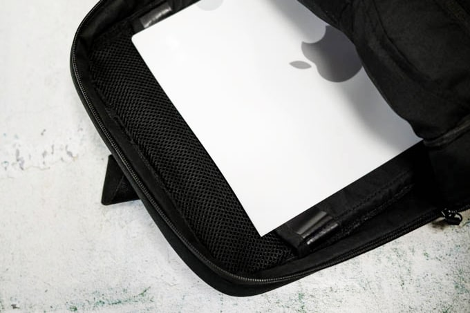 NAVA_FLAT SMALL ORGANIZED BACKPACK_ファイル収納可能
