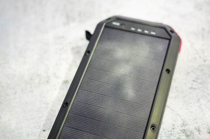 Harbor多機能モバイルバッテリー_ソーラー充電イメージ