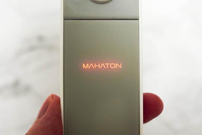 MAHATONどこでも除菌_充電時のロゴ点灯
