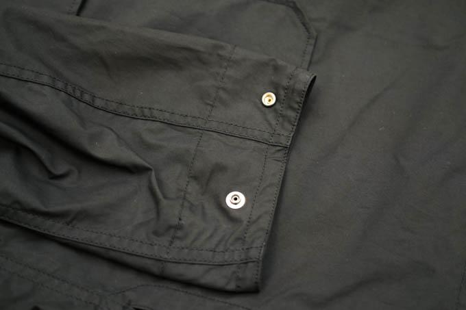 UNIQLO U 2021SS フーデッドコート_袖のスナップボタン
