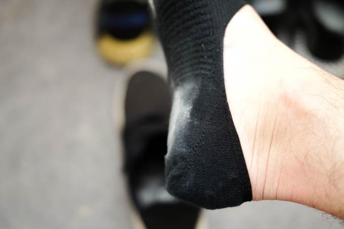 MENON(メノン)靴消臭パウダー_粉が付着した状態